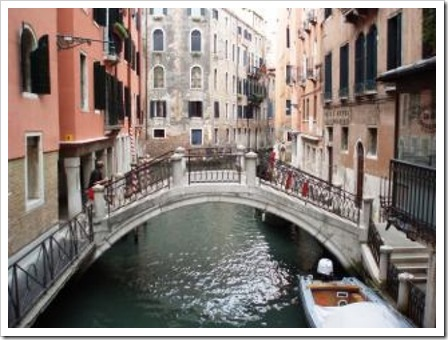 Venicediscover-the-channels-in-venice--venice_19-113098